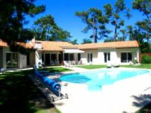 RECENT & SPACEOUS VILLA with POOL Fo Hol...